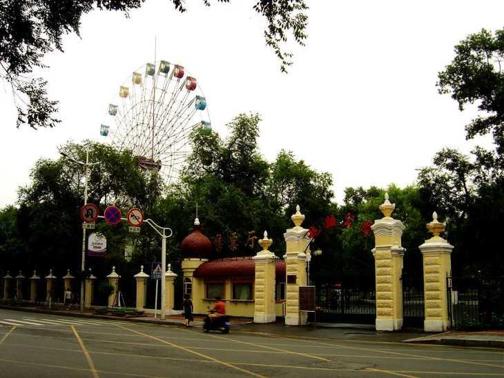 ...兆麟公园是以著名抗日联军将领李兆麟将军命名的园林风景区....