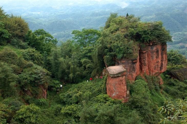 西接云蒙山风景区,距北京云峰山密云县城30多公里,交通便利,这种庙宇