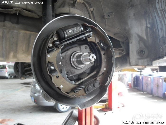 后轮鼓刹结构,一片薄,一片厚,不知道是什么设计理