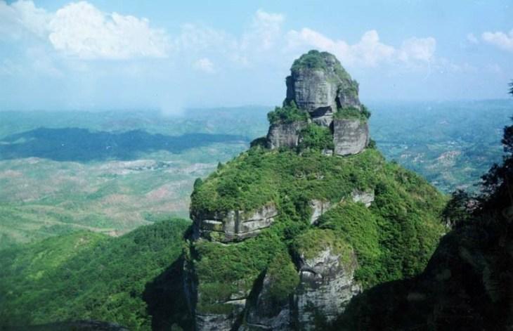 霍山风景区位于龙川县内中部,是广东七大名山之一,是省级森林公园,是