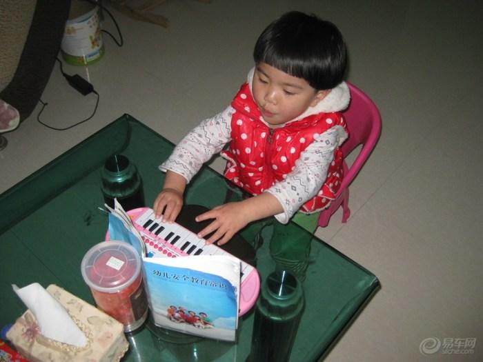 【【宝贝a宝贝秀】宝宝边唱歌边弹琴!】_超级宝混沌与秩序元素之王图片