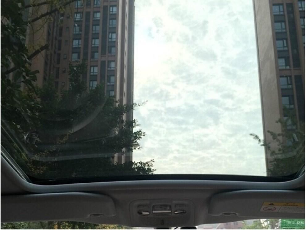 其实最看中的还是标致2008的全景天窗 高清图片