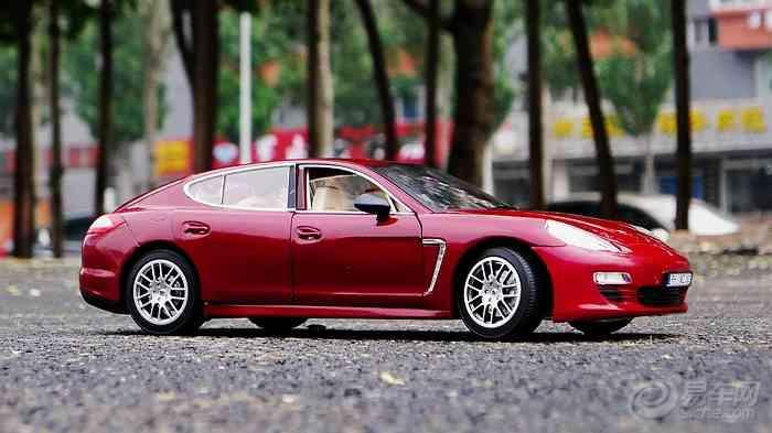 红色保时捷panamera 模型外拍 高清图片