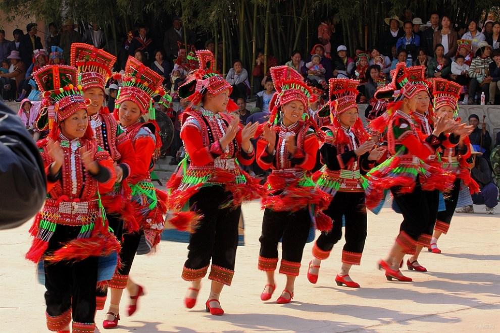 彝族摸扔节现场视频_花腰彝族祭龙节