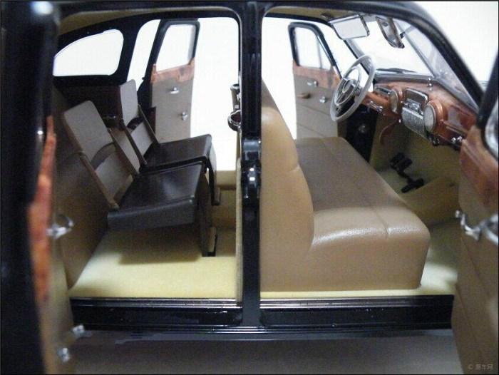 宋庆龄 吉姆 伟大国/全开后,前后地板都植绒了,对开门的车给人一种高大上的感觉。