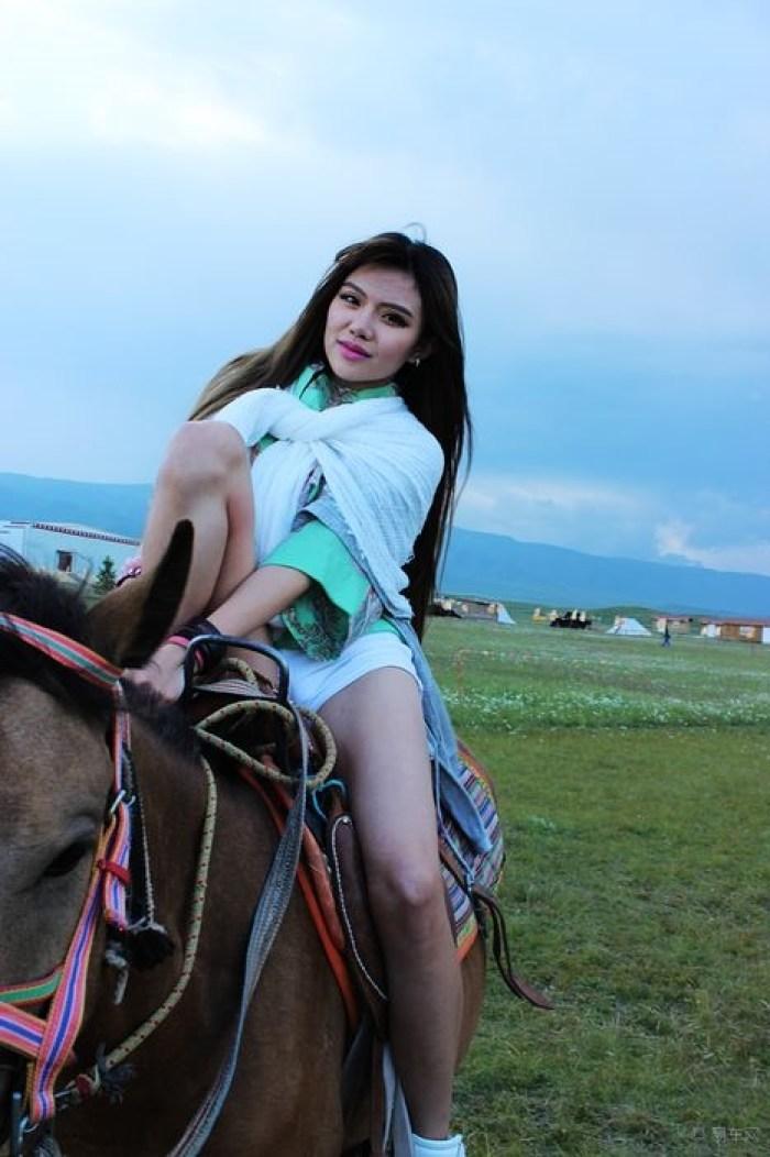【哈尔滨新速腾车友会】【环青海湖极绿之旅】妖艳女郎骑马秀之三