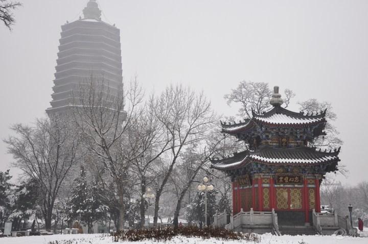 辽阳市_辽宁省辽阳市白塔公园雪景