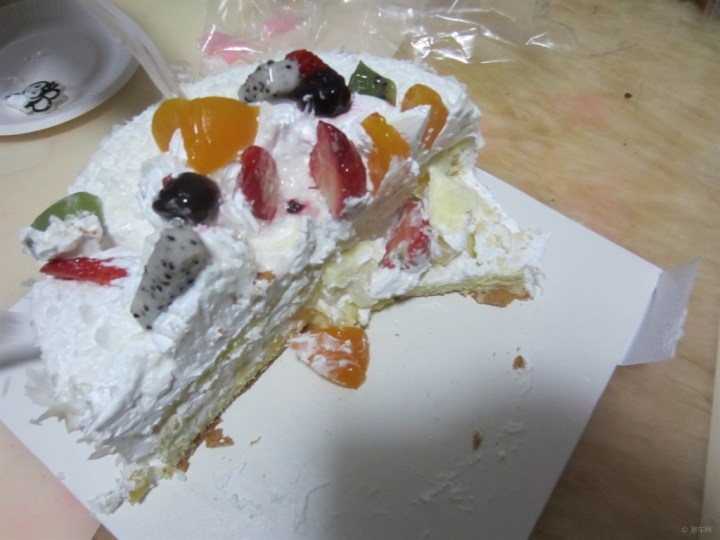 快乐的生日之吃蛋糕!