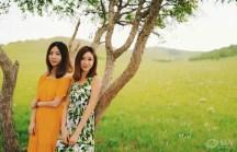 三女子携牧马人游遍草原