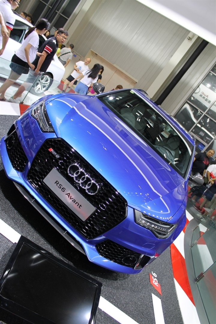 #晒爱车小能手#动感十足的奥迪RS6