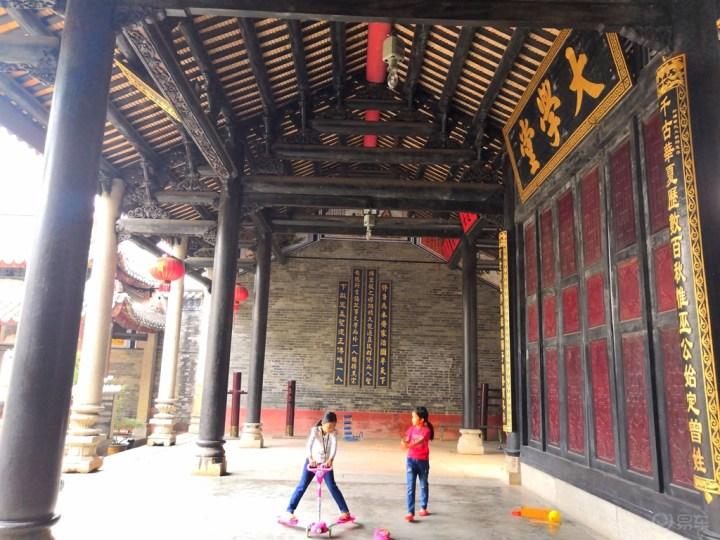 曾氏大祠堂是砖木结构建设而成,看上去还挺不错的.