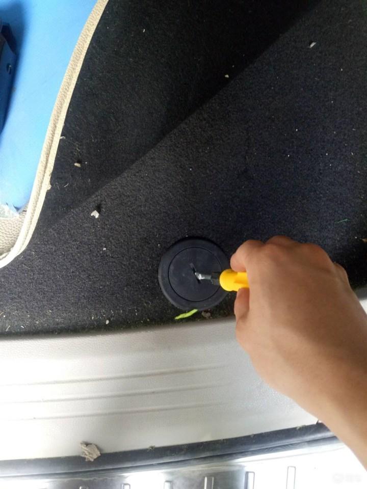 告诉你如何拆备胎,加后雨刮器水,找车架号