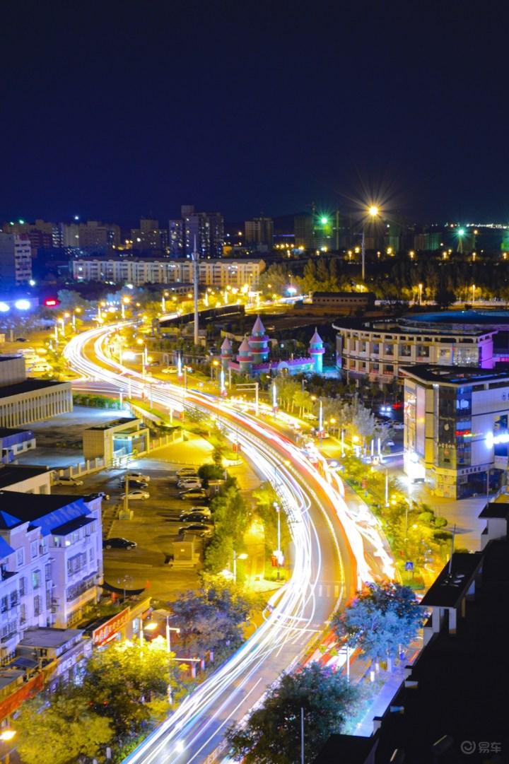 新疆版末路狂花:奔袭八百里 魔鬼城看日落