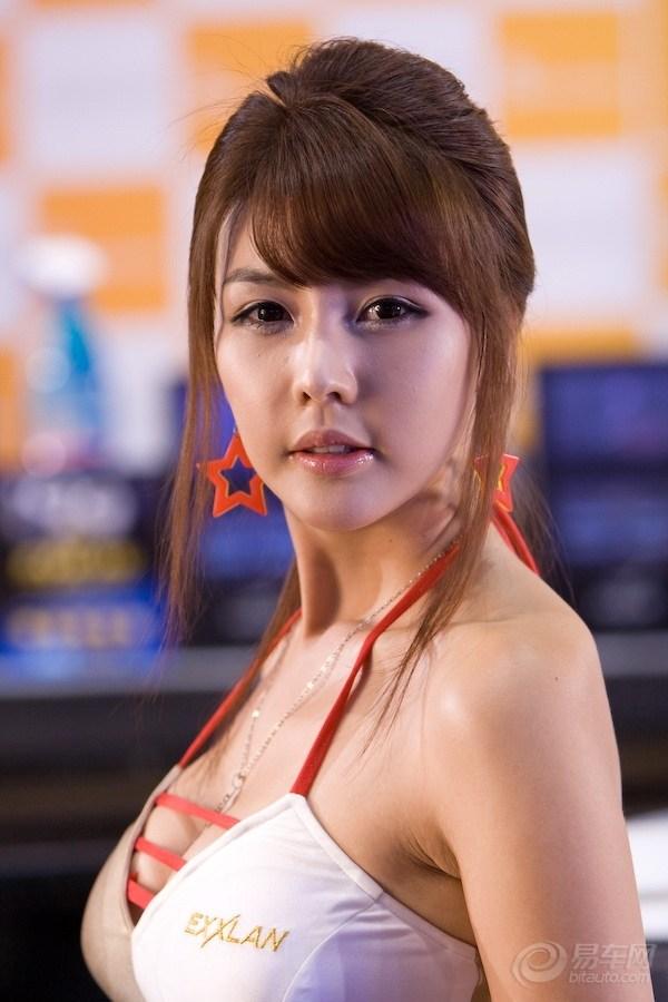 韩国车模李智友