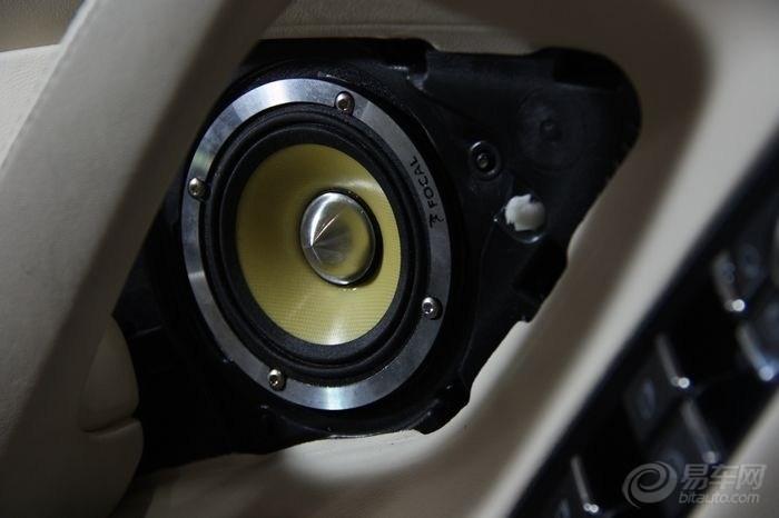 保时捷panamera音响改装作业高清图片