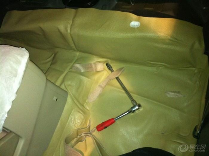 真是 态度 劳永 一种/大架子号在副驾驶座椅下面,装地板时千万注意啦。。。不要和我...