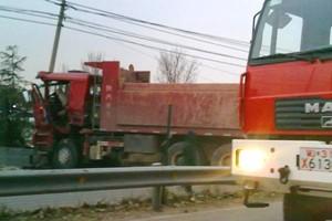 上班途中见证特大车祸