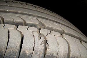 宝来新车曝轮胎质量问题