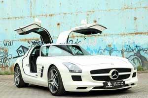 白色奔驰SLS AMG提车