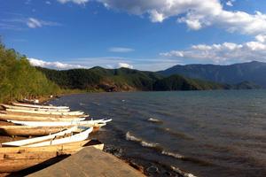 泸沽湖畔风光无限