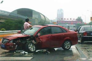 直击高速车祸现场